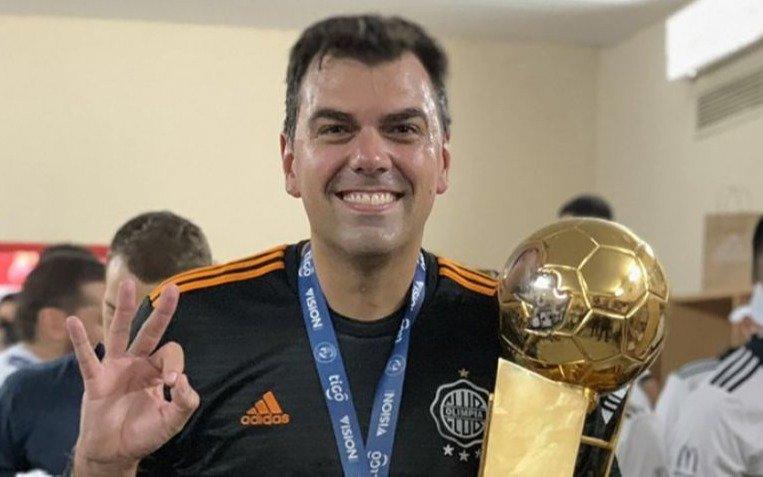 """FIFA inhabilitó de por vida al presidente de un club por """"manipular partidos"""""""