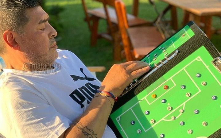 """Diego """"mueve las fichas"""" y arma el equipo para el amistoso"""