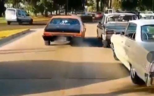 Lo captaron circulandoa alta velocidad y en zigzag en La Plata y le quitaron la licencia