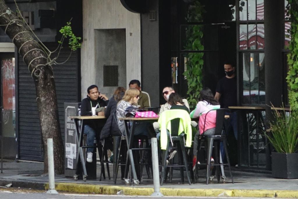 El sector hotelero y gastronómico perdió el doble de empleos que otros rubros
