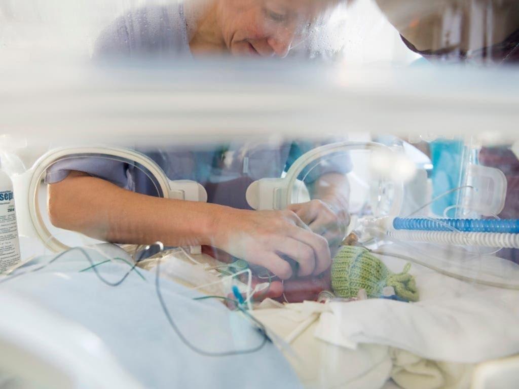 Bebés prematuros: la voz materna les reduce signos de dolor