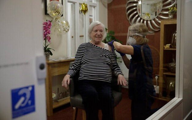 Gran Bretaña dispuso vacunas de refuerzo a los mayores de 50 años