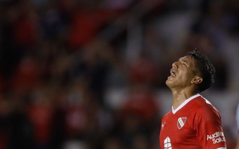 """Le roban una mochila con una """"importante"""" suma de dinero al volante de Independiente Lucas Romero"""