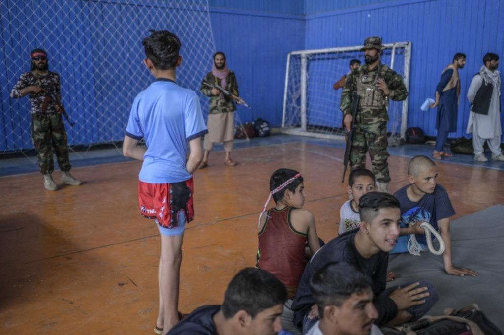 Para practicar deportes en Afganistán hay que ser hombre