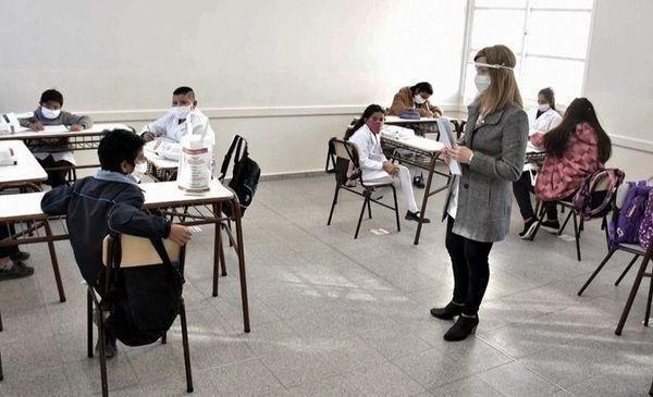 Confirman que habrá clases los sábados para nivelar los baches por la pandemia
