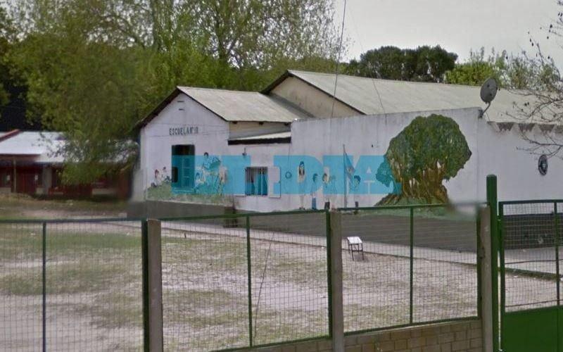 Asamblea y preocupación en una escuela de Berisso: denuncian bloqueos de la UOCRA