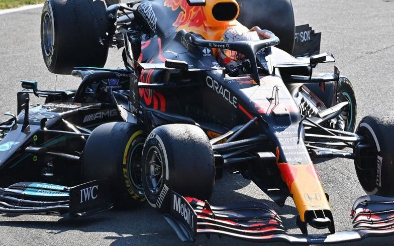 VIDEO: La F1 liberó nuevas imágenes del dramático choque entre Verstappen y Hamilton