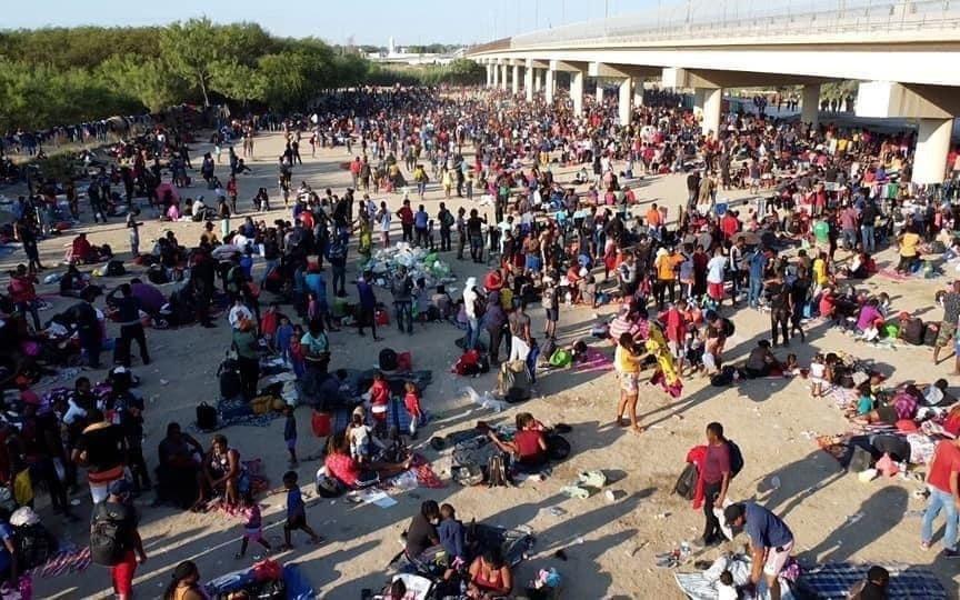 Preocupación internacional por la situación de 10.000 migrantes que se encuentran varados en Texas
