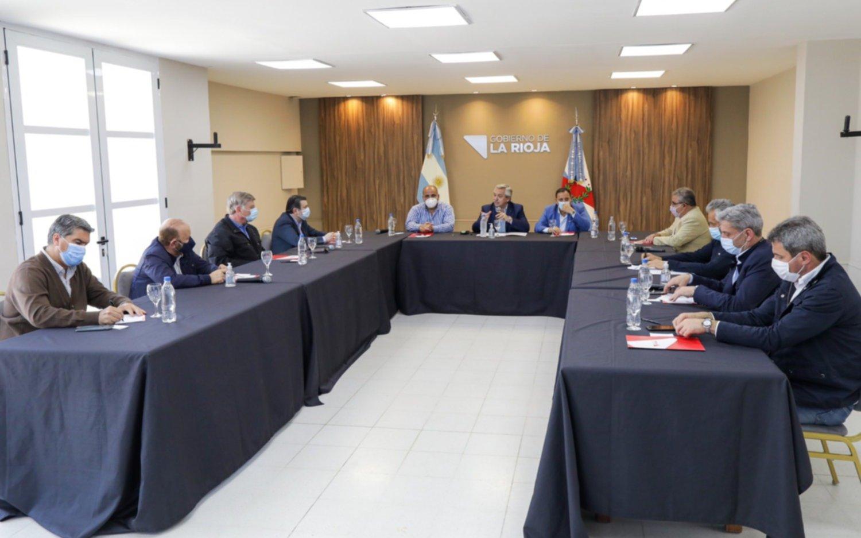 """Tras la reunión en La Rioja, Capitanich dijo que los índices económicos """"se están recuperando muy bien"""""""