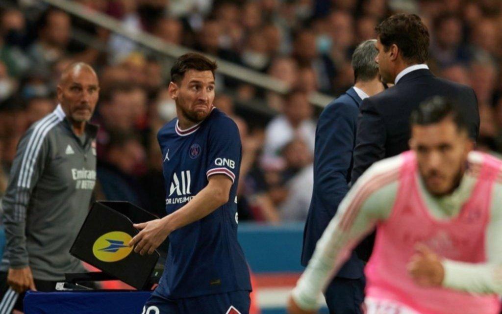El gesto que recorre el mundo: Pochettino sacó a Messi y tuvieron un encontronazo poco amigable