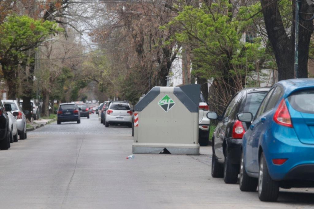 Peligro por un contenedor de basura mal ubicado