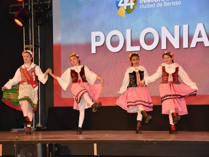 Festival de colectividades en la Región