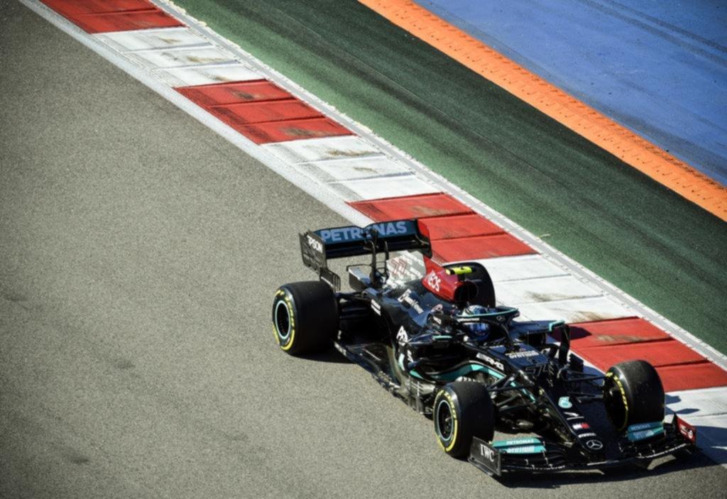 Bottas dominó las sesiones libres; Verstappen, último