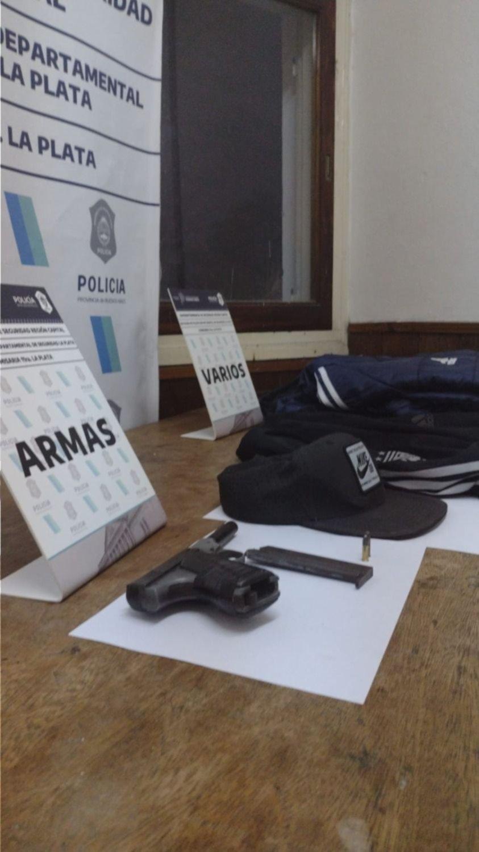 Cayó un sujeto en Tolosa acusado de amenazar a vecinos con una pistola