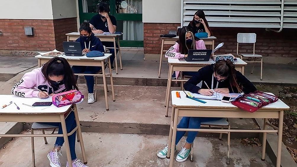 Desde octubre los colegios privados reforzarán contenidos los sábados