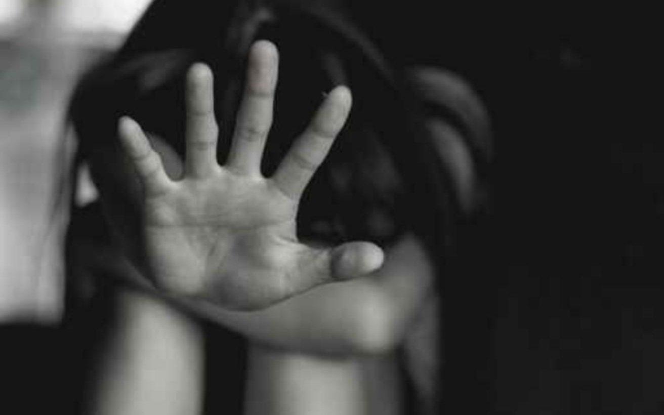 Llevaba a su hija a la habitación para que su pareja la violara: fueron condenados a prisión