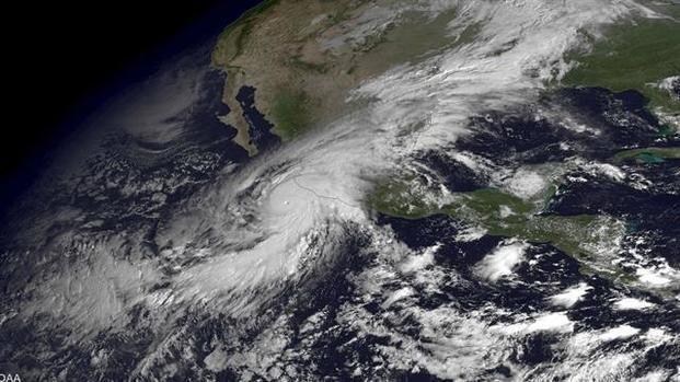 """""""Patricia"""" bajó su intensidad y ahora pasó a ser un huracán de categoría 1"""