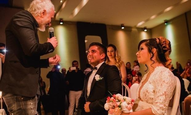 Andy Kusnetzoff cumplió el sueño de  dos oyentes y les organizó el casamiento
