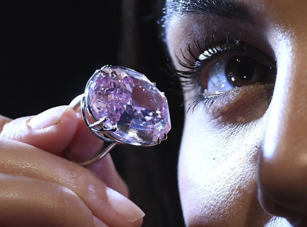 Una ganga, rematan un diamante con una base de 20 millones de dólares