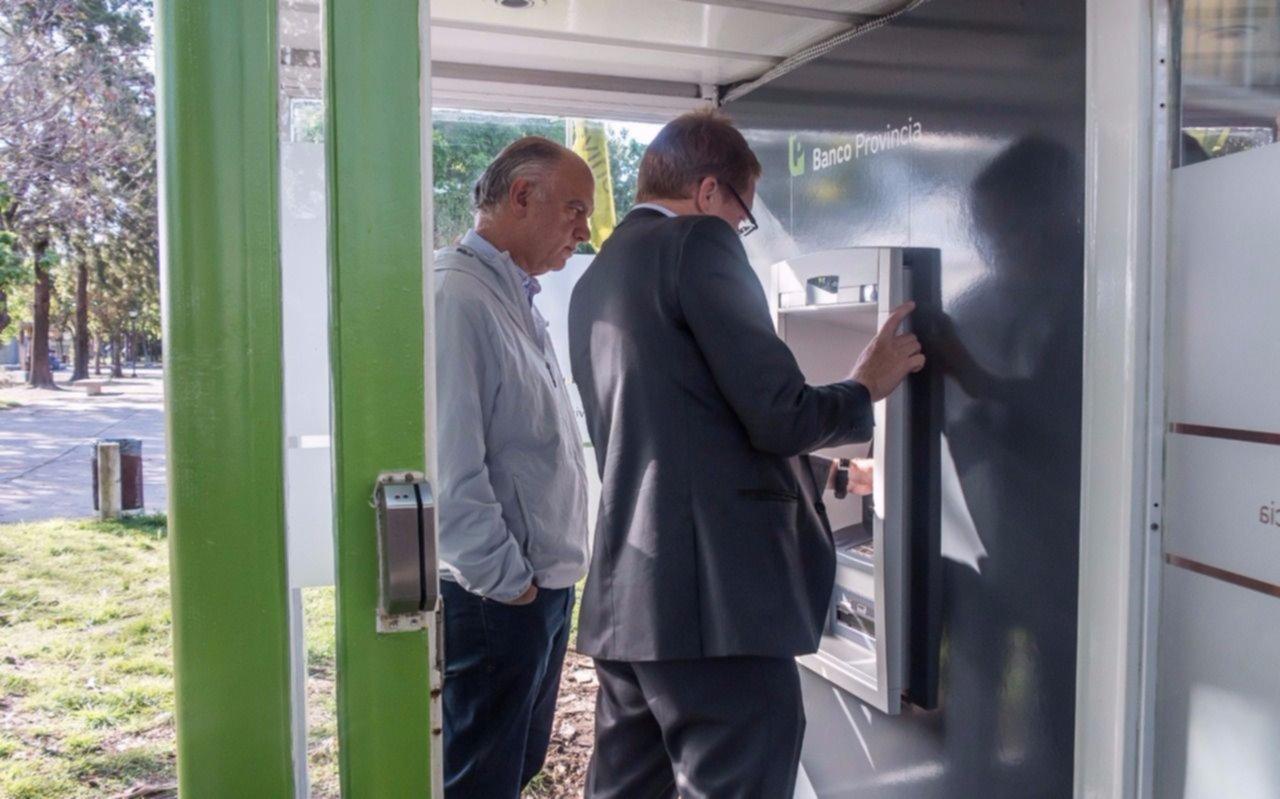 Grindetti y Curutchet inauguraron una nueva estación de cajero automático