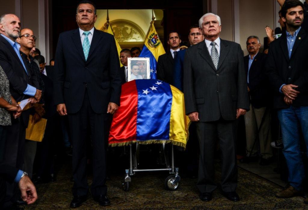 Venezuela: Periodistas denuncian amenazas por informar sobre muerte de opositor Albán