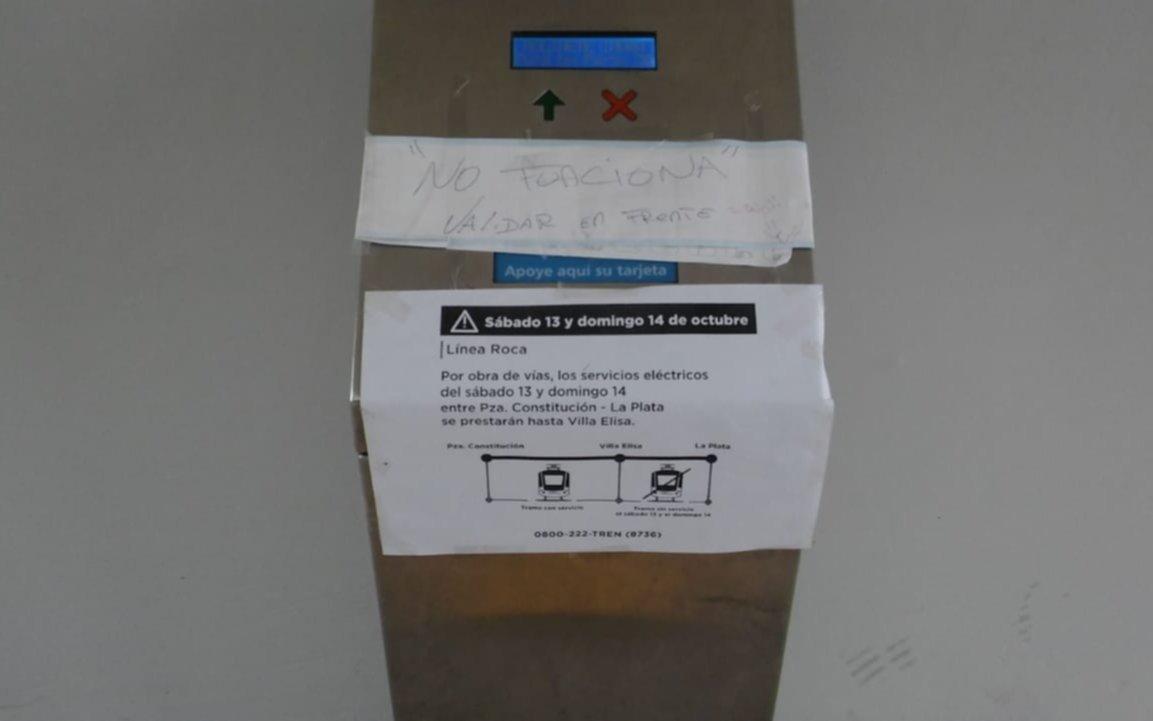 Pesadilla para abonar el pasaje del  tren con la SUBE en la estación de Gonnet