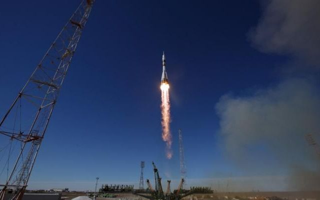 Un cohete falló y dos astronautas tuvieron que ser evacuados de emergencia