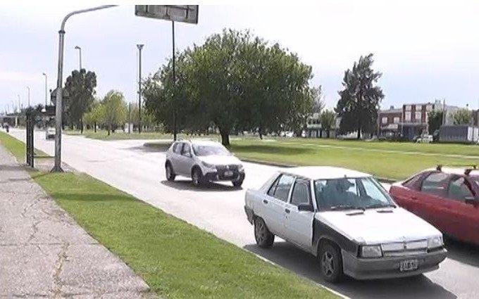 Preocupación por un auto abandonado en avenida 72 y 19