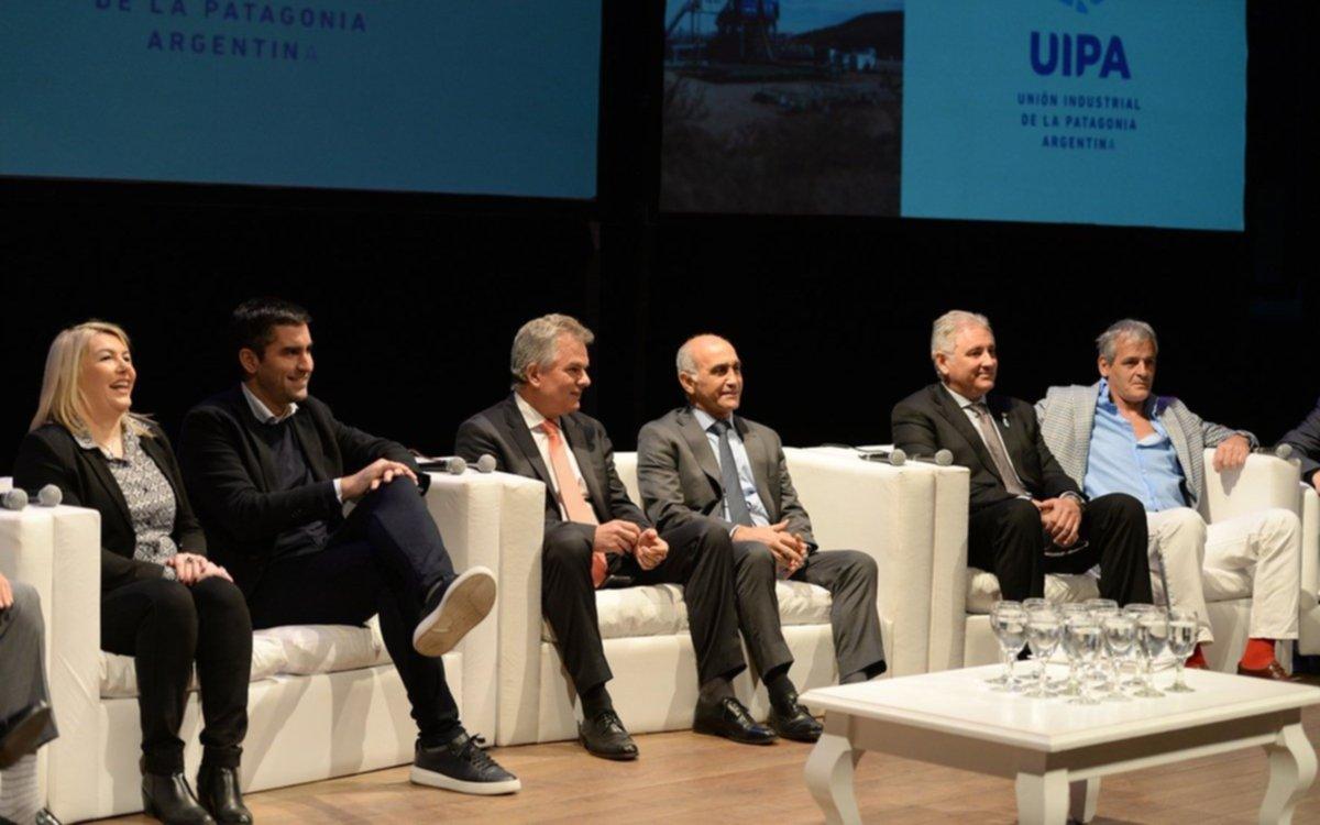 Salvador destacó el papel de la industria y la Patagonia para salir de la crisis