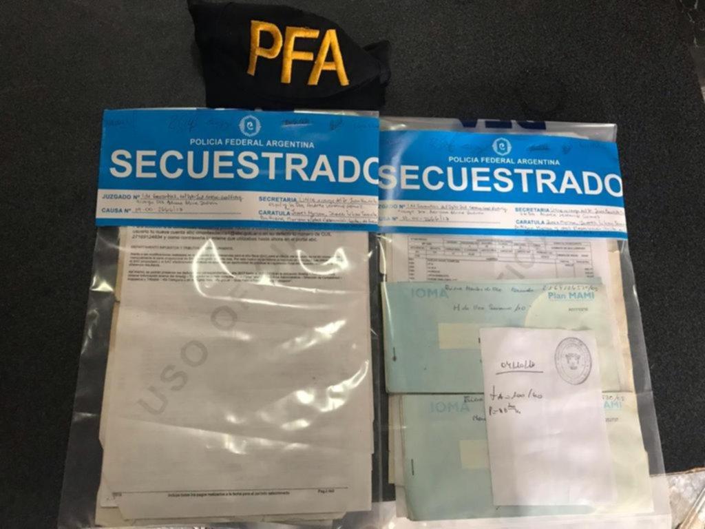 Detenidos por licencias truchas para docentes y auxiliares en la Provincia
