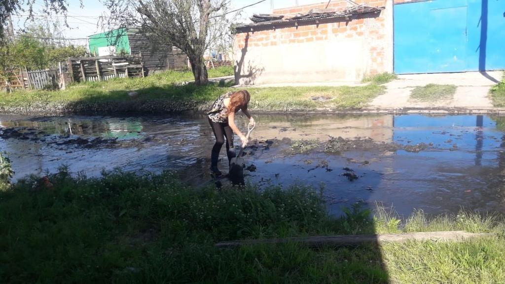 Desborde cloacal complica a vecinos de Villa Argüello
