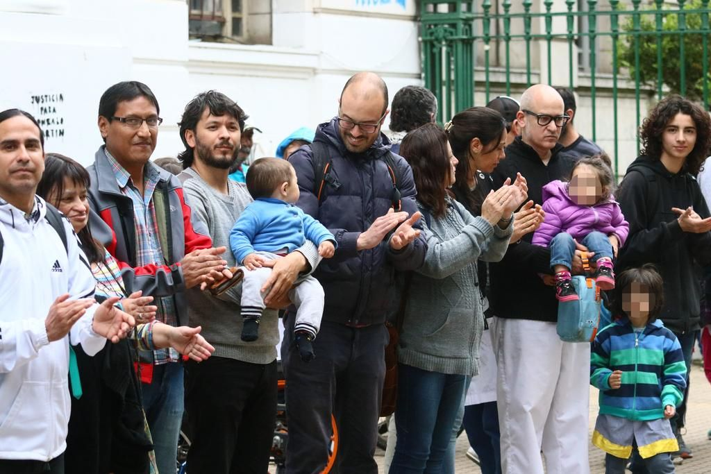 En el Normal 1 crece la protesta contra las amenazas y la Justicia imputó al director