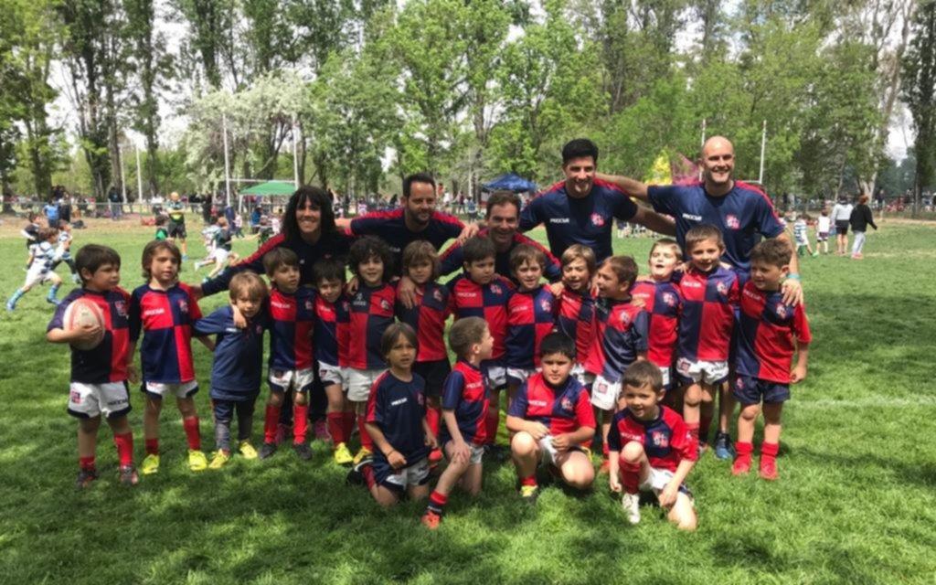 Infantiles del Club San Luis participan de un encuentro de rugby en Mendoza