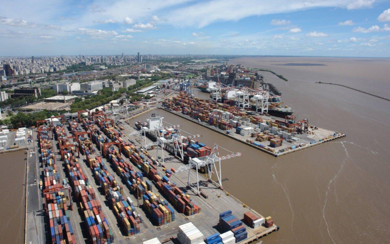 Con fuerte caída de la importación volvió el superávit