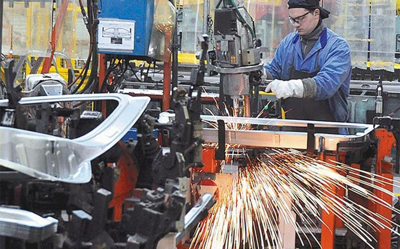 La actividad industrial bajó 6,4% y la construcción 5,9% durante agosto
