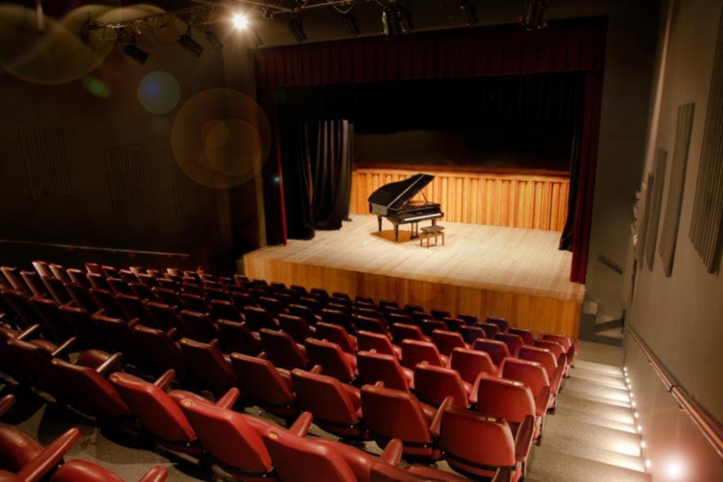 Se abre el telón en el Teatro de Cámara para dar inicio al 17º Festival de Primavera