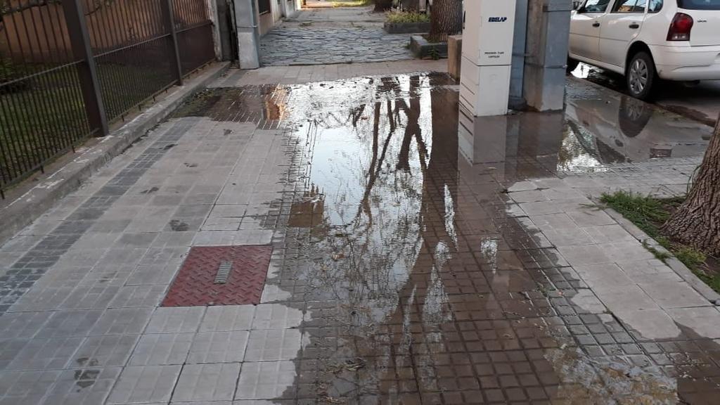 Combo peligroso: buzón de luz sobre gran pérdida de agua