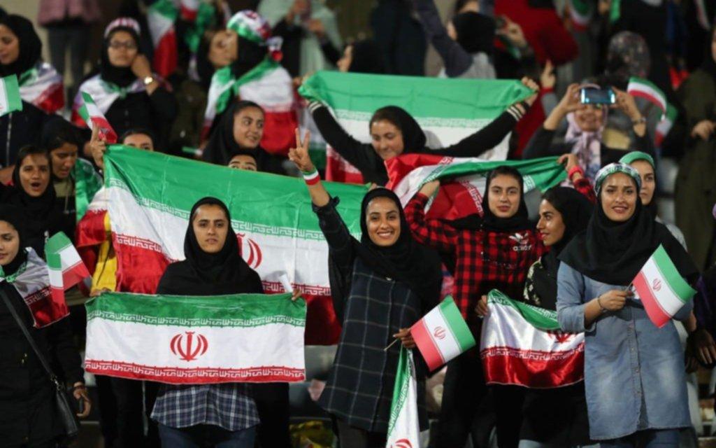Las mujeres iraníes podrán acudir mañana, por primera vez en 40 años, a un partido de fútbol