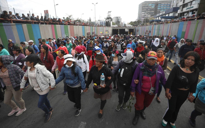 Tensión en Ecuador: el Gobierno dice que desactivó un golpe pero las protestas seguirán