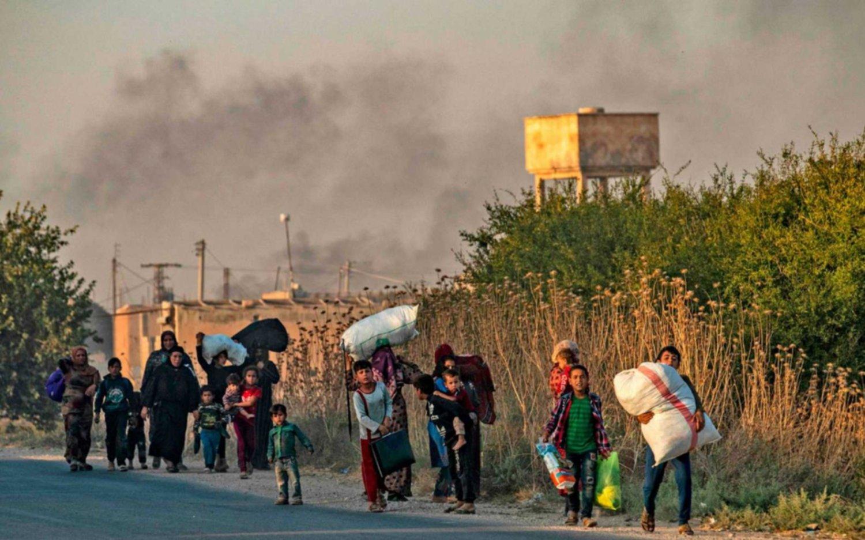 Turquía redobla su ofensiva contra los kurdos en Siria y crece el temor por los civiles