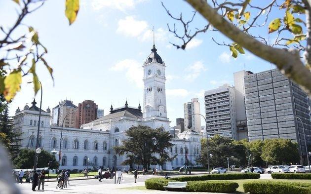 ¿Cómo funcionarán los servicios municipales durante el sábado 12 y el lunes 14 de octubre?