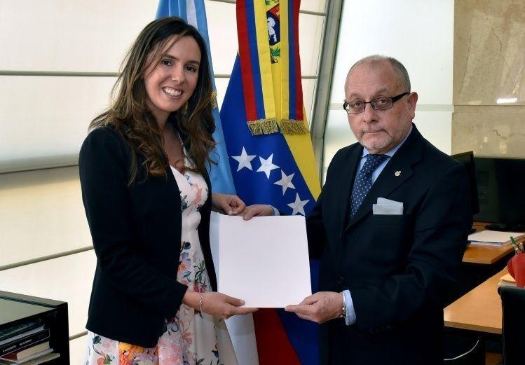 El país reconoció a la representante de Guaidó como embajadora de Venezuela