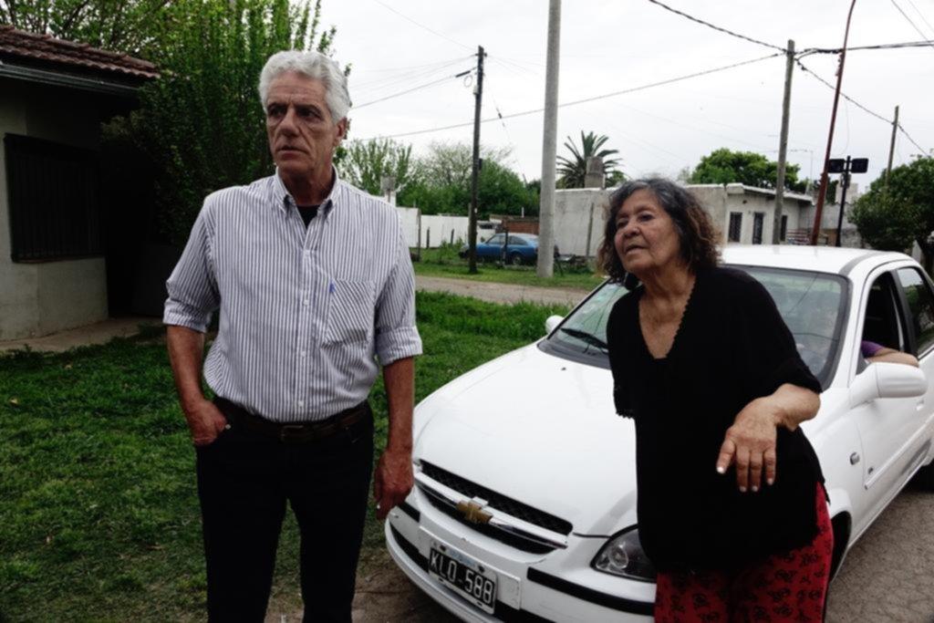 Batería de reclamos en Villa Elvira por el estado de las calles y los servicios públicos