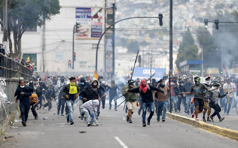 El gobierno de Ecuador decretó toque de queda y militarización en Quito