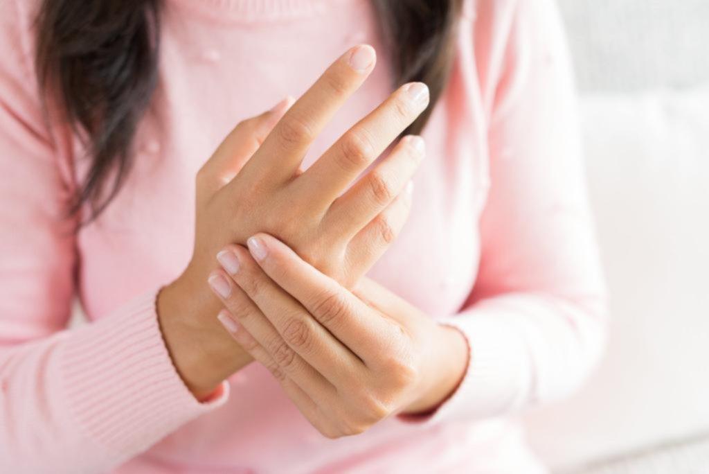 """¿Se te duermen o duelen las manos? Puedes padecer el """"síndrome del túnel carpiano"""""""