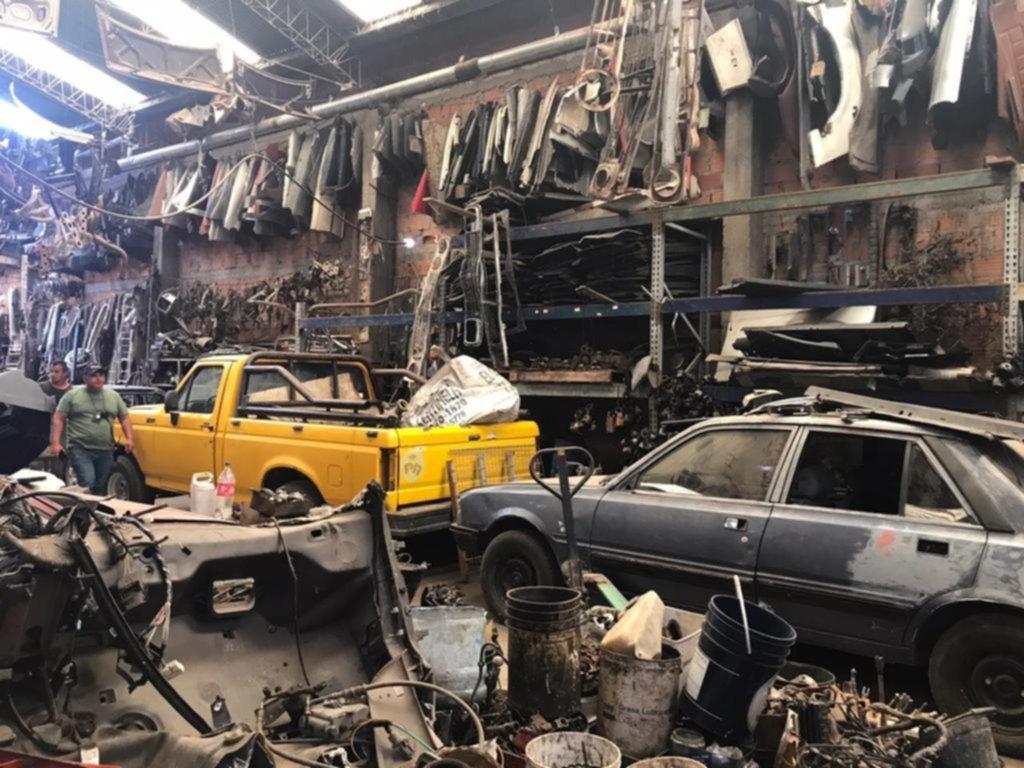 Buscan desarmar un negocio ilegal basado en el robo de 160 autos por mes en la Región