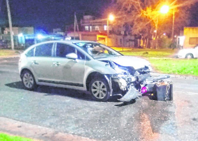 En Altos de San Lorenzo, un choque entre un auto y una moto se llevó otra vida