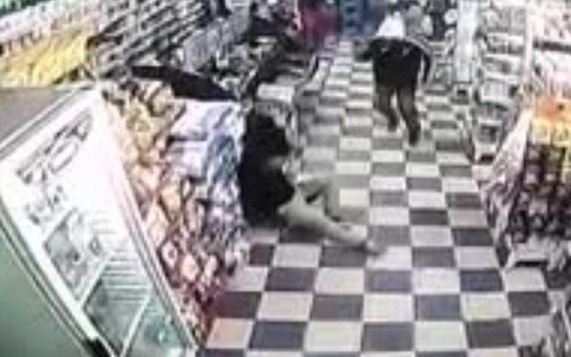 Mataron a balazos a un policía en un supermercado chino
