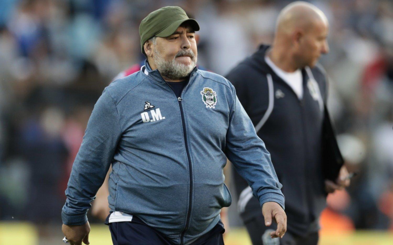 """Contra el Lobo de Maradona, los hinchas de Newell's deberán """"romper el chanchito"""": entradas 300 % más caras"""