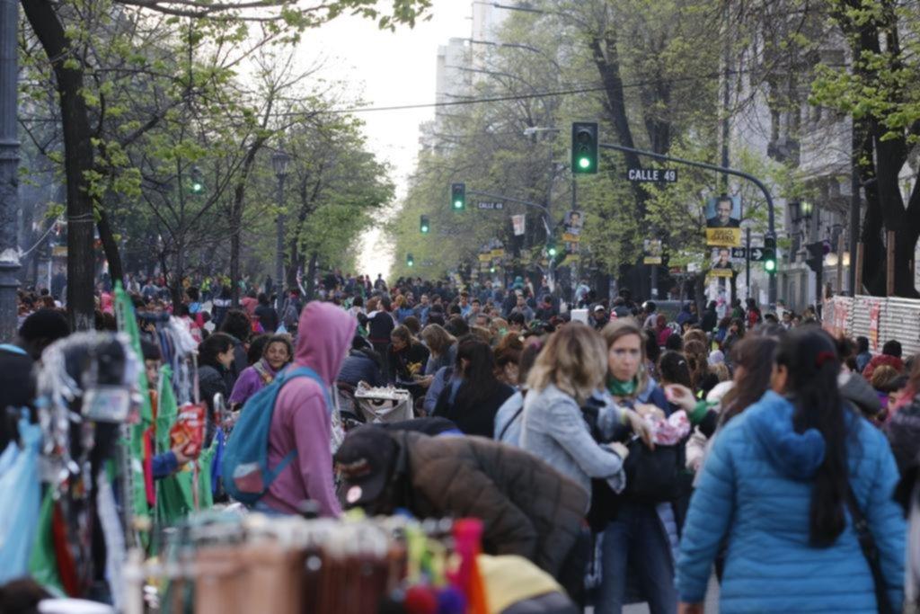 """Con el encuentro de mujeres, la Ciudad vivió un ansiado """"veranito"""" comercial"""